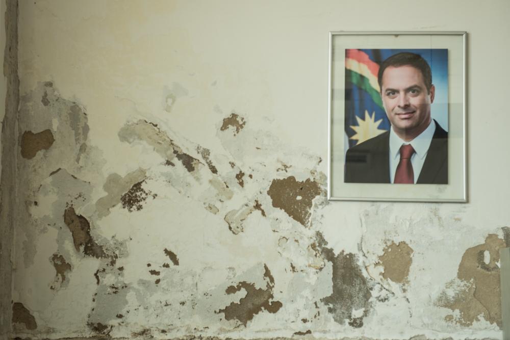 Retrato do governador, Paulo Câmara, pendurado na recepção da sede da Secretaria de Planejamento do Estado. Foto: Eric Gomes / Mídia NINJA