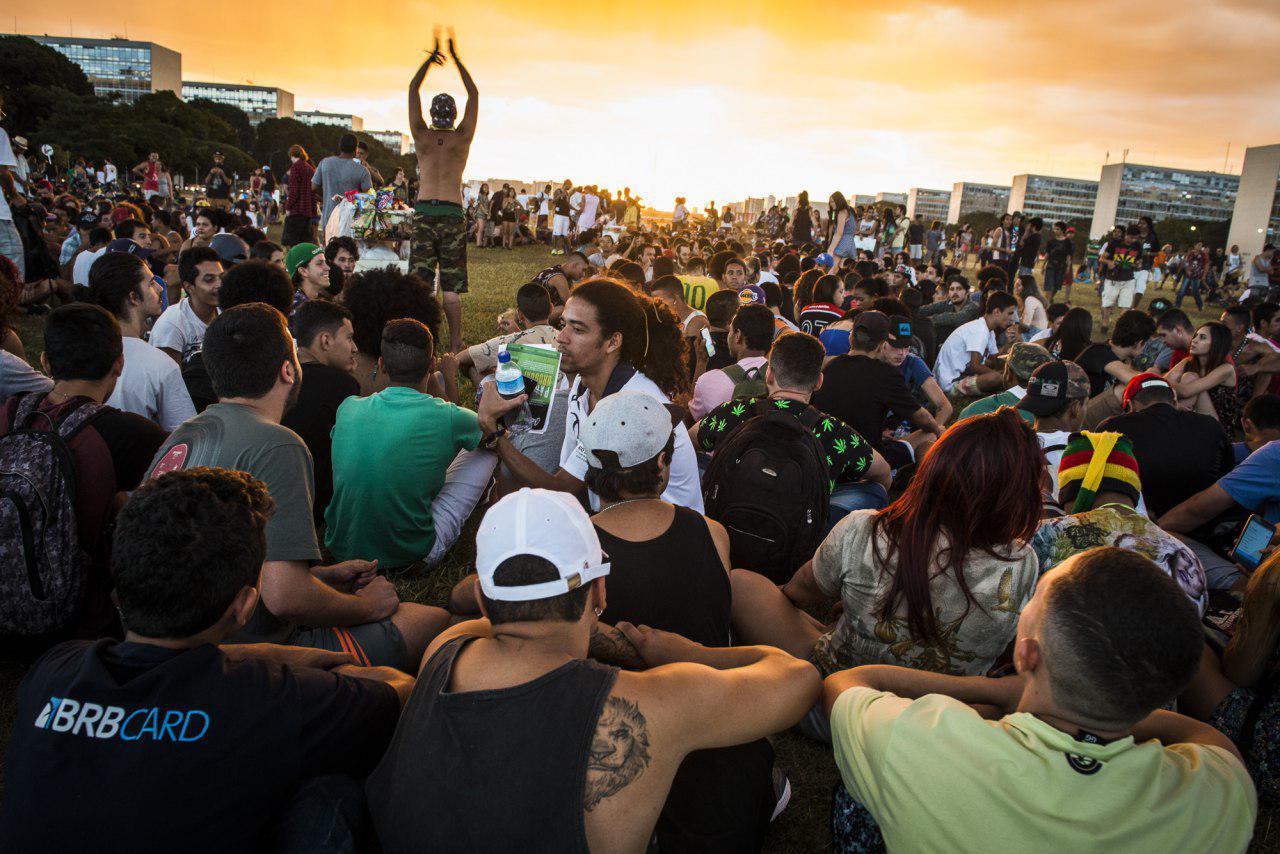 Pôr do sol na Esplanada dos Ministérios após a Marcha da Maconha de Brasília em 2017. Foto: Mídia NINJA