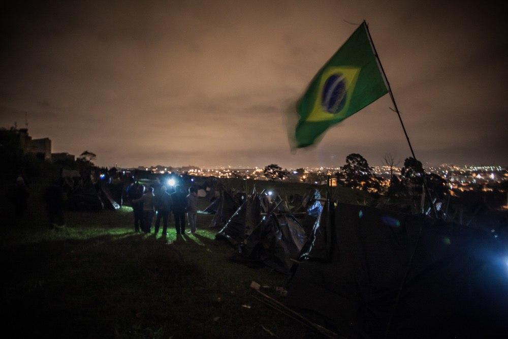 Famílias ocuparam terreno abandonado nesta madrugada em Guarulhos, região metropolitana de São Paulo. Foto: Mídia NINJA