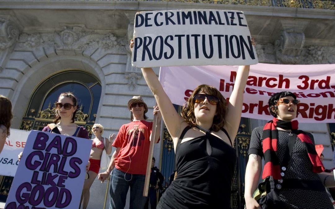 Até quando vão calar prostitutas?