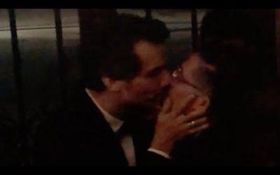 Jean Wyllys beija Wagner Moura em primeira aparição após deixar o Brasil