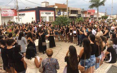 Ato em Currais Novos pede justiça pelo feminicídio de Zaira Cruz