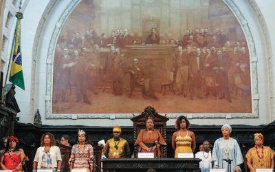 Rainha do Congo Diambi Kabatusuila recebe medalha Tiradentes de deputadas negras