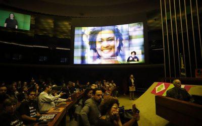 Sessão solene na Câmara dos Deputados homenageia Marielle e Anderson