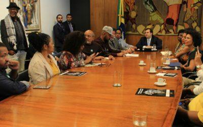Entidades do movimento negro entregam carta com demandas à presidente da Câmara dos Deputados