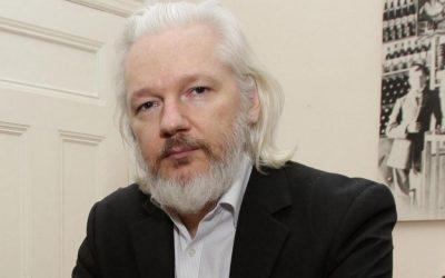 Julian Assange é preso em Londres após Lenín Moreno suspender asilo