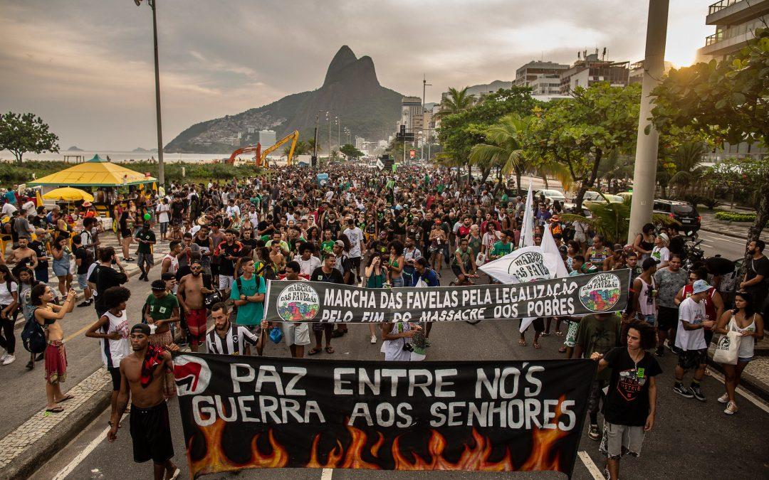 Marchas da Maconha foram maiores que atos de Bolsonaro