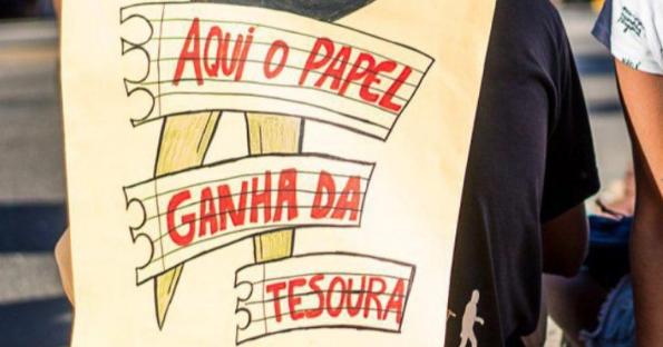 Bolsonaro inimigo da educação (por que a educação ameaça Bolsonaro?)