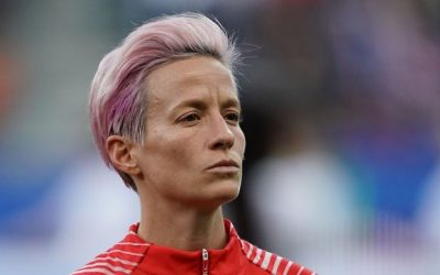 Jogadora norte-americana se nega a cantar hino em protesto a Trump