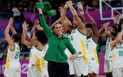 Brasil bate Estados Unidos por 79 a 73 em final eletrizante e leva o Ouro no Basquete