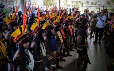 Mulheres indígenas ocupam o prédio da SESAI em Brasília
