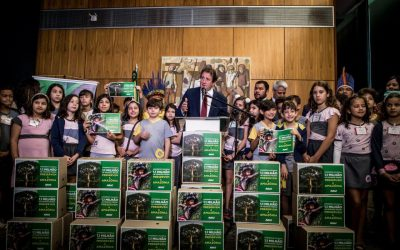 Contra desmatamento ilegal, crianças fazem apelo a parlamentares pelo futuro