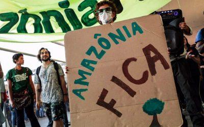 AO VIVO: Manifestantes protestam na porta do ministério do Meio Ambiente em defesa da Amazônia