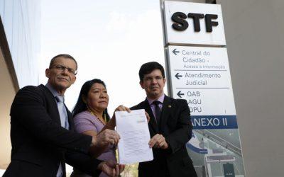 Parlamentares protocolam pedido de impeachment do ministro Ricardo Salles
