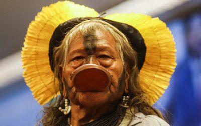 """""""Nós, povos da Amazônia, estamos cheios de medo. Em breve vocês também terão"""", diz cacique Raoni"""