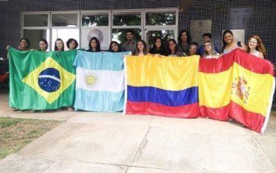 Brasileiros no exterior – Estudantes na Colômbia e México aguardam voo de repatriação