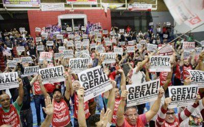 Metroviários conquistam acordo e suspendem greve em São Paulo