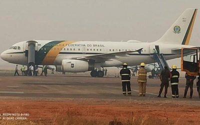 Avião de Bolsonaro é obrigado a arremeter no Mato Grosso devido fumaça do Pantanal