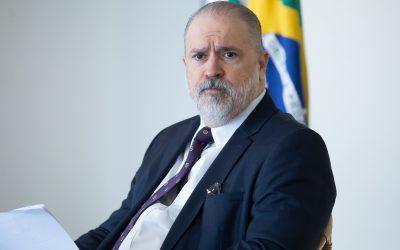 Aras protege gestão Pazuello no caso em que ministro cancelou compra de kit-entubação, hoje em falta no país