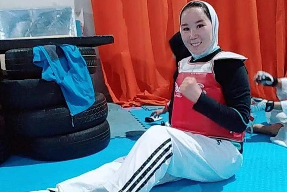 """""""Segurem minha mão"""", atleta afegã pede ajuda para se tornar a primeira mulher do país a competir as Paralimpíadas"""