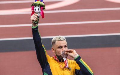 Vinícius Rodrigues, o recordista dos 100m rasos do atletismo em sua primeira paralimpíada